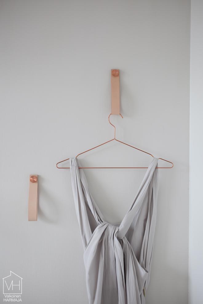 by_lassen_stropp_dress2