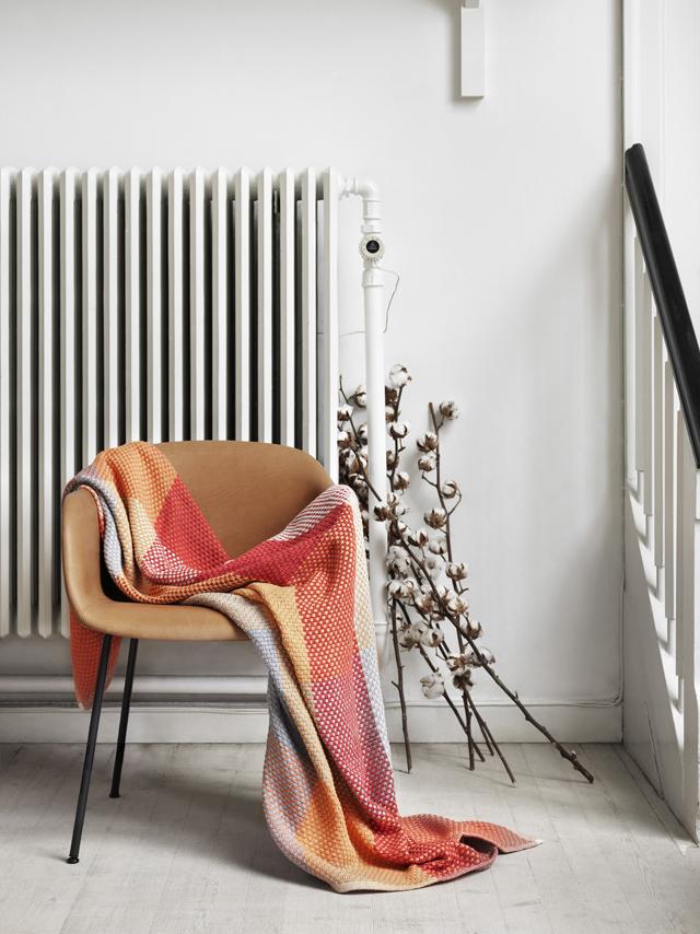 muuto_loom-tangerine_fibre-chair_mid