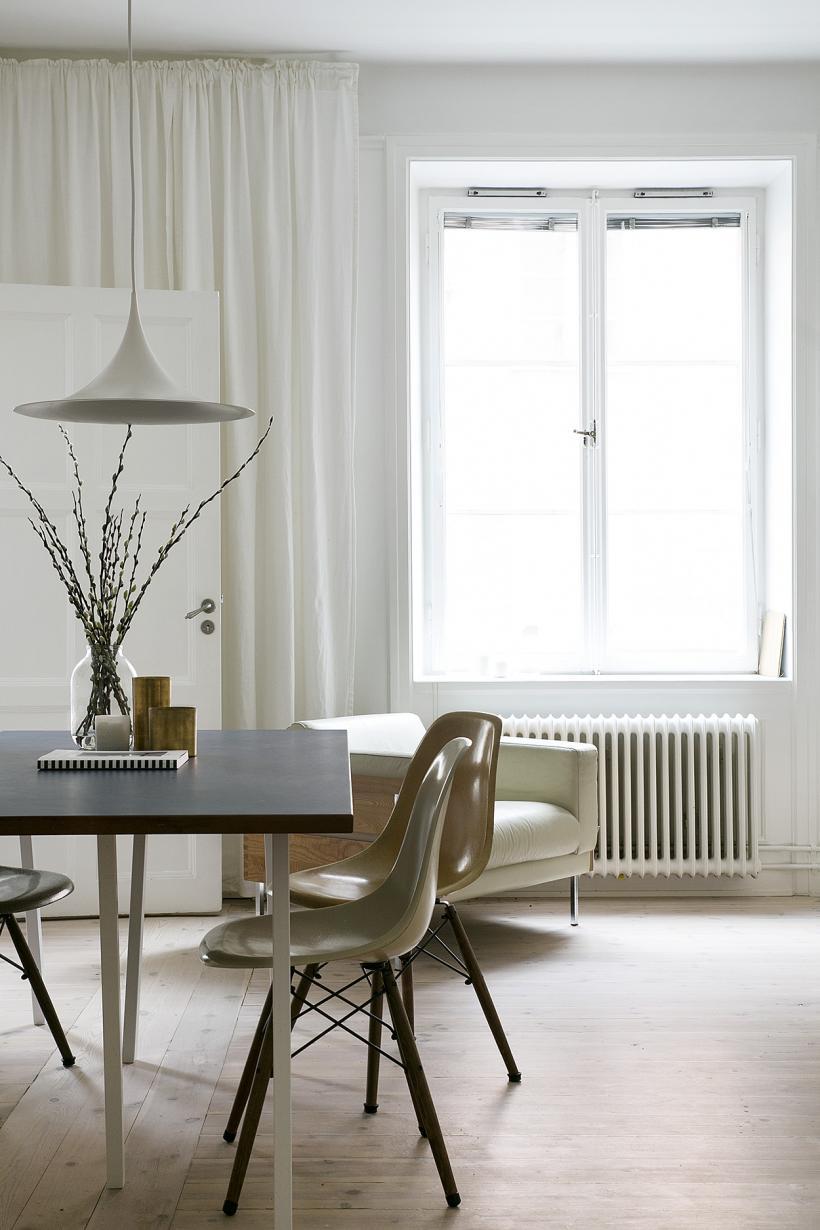 Fantastic_Frank_pontonjärgatan kungsholmen stockholm livingroom diningroom window curtains eams fanatstic frank
