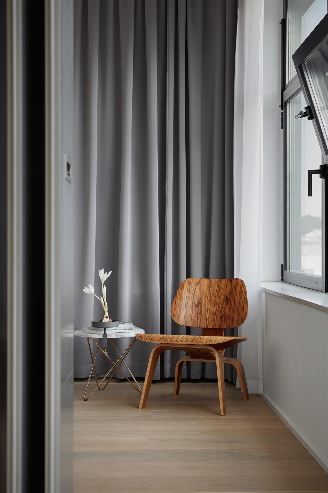 FantasticFrank_Sjöstaden mäklare stockholm jocke mimmi HG7 chair